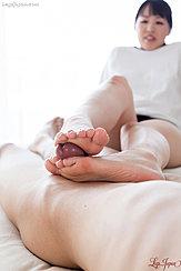 Using Bare Feet To Give Footjob
